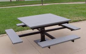pedestal mount table with recycled plastic seats and table top