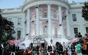 When Does The White House Get Decorated For Christmas Donald And Melania Trump Give Out Sweets For Trick Or Treating On