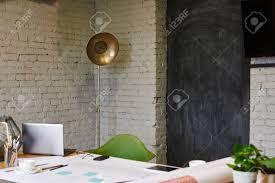 bureau d architecture d int ieur architecte d intérieur avec une le de style rétro dans le coin