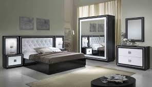 chambre noir blanc chambre adulte noir et blanc avec eclairage pour deco avec deco