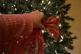 kristen s creations decorating a tree with mesh ribbon