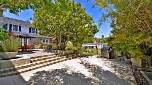 Brentwood California Celebrity Homes by Vampire Slayer U0027 Star Alyson Hannigan Lands A Mini Estate In
