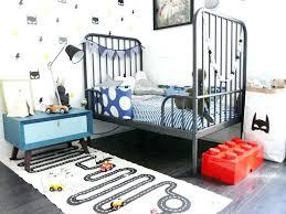 chambre a theme avec deco theme voiture chambre denfant daccorace sur le thame