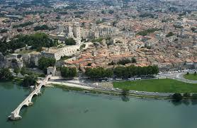 Un Mas En Provence Avignon Wikipedia