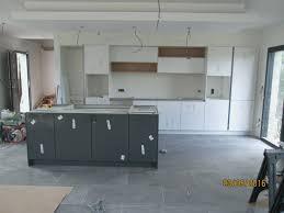 meuble cuisine blanc laqué poignée meuble cuisine meilleur de cuisine equipee blanc laque