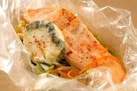 cuisine pavé de saumon pavé de saumon chèvre frais et julienne de légumes en papillote