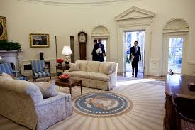 White House Furniture File Obama Enters The Oval Office Jpg Wikimedia Commons