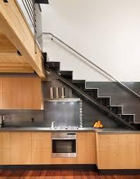 cuisine sous escalier 20 astuces pour aménager un dessous d escalier clematc