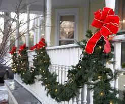 Outdoor Christmas Decorations Front Porch by Time For The Holidays Pretty Christmas Garland Holiday