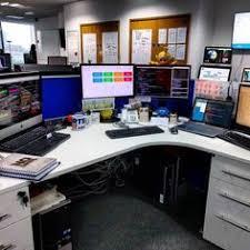 Programmer Desk Setup Work Desk Setup Design Desksetup Linux Pc By Vazhikati Linux