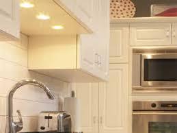 over cabinet kitchen lighting