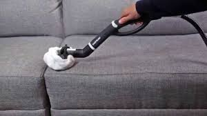 mousse nettoyante canapé comment nettoyer un canapé en tissu avec un nettoyeur vapeur