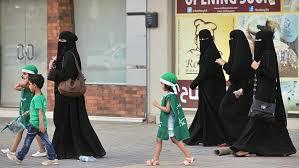 more saudi arabia women working despite limited rights spiegel