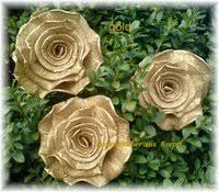 goldene hochzeit blumen goldhochzeit rosenzauber aus krepp