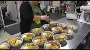 duo makes thanksgiving meals for families in need