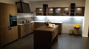 hotte industrielle cuisine design d intérieur hotte industrielle cuisine en bois avec arlot