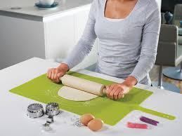 tapis de pâtisserie en silicone designé par joseph joseph du
