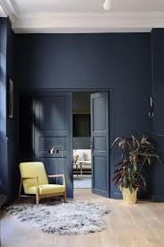 navy blue floor l le fauteuil floating à l entrée de l appartement red home