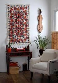 Hanging Rugs On A Wall How To Turn A Rug Into A Wall Art Tapestry Family Holiday Net