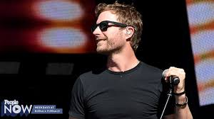dierks bentley kids dierks bentley surprises fans at hall of fame exhibit people com
