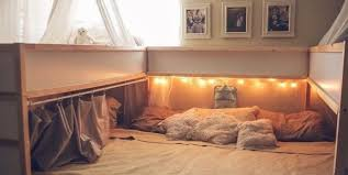what seven people sleep in this bed