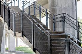 treppen aus metall treppen sind metall geländer stockfoto 93031684