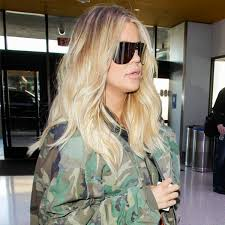 khloe kardashian shows baby bump while working out on christmas