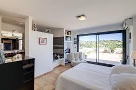 chambre avec dressing et salle de bain photo dans chambre avec salle de bain et dressing image de chambre