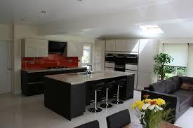 bar canap cuisine ouverte sur salon avec bar meubles blanc laqu c3 a9 noir mat