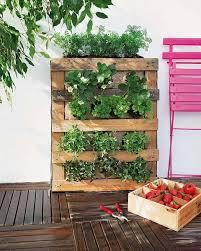 Diy Vertical Pallet Garden - how to build a pallet vertical garden and a diy plastic wall garden