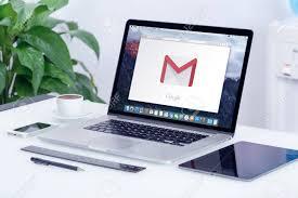 mac de bureau varna bulgarie 29 mai 2015 logo gmail sur l écran apple