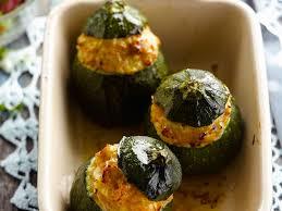 cuisiner des courgettes rondes courgettes rondes farcies à la dinde hachée facile et pas cher