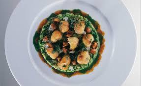 grenouille cuisine de grenouille à la meunière risotto au vert par alain ducasse