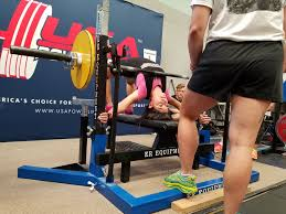 arching in the bench press girls who powerlift