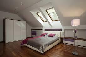 schlafzimmer mit dachschrge gestaltet schlafzimmer dachschraege gestalten bett wandgestaltung