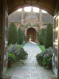 style courtyards 25 best front courtyard ideas on courtyard ideas