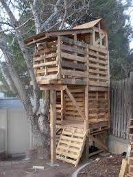 How To Build A Shed Out Of Wood by Best 25 Pallet Tree Houses Ideas On Pinterest Pallet Tree