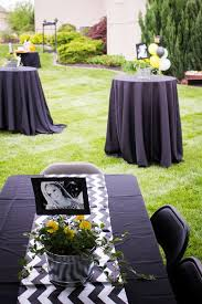 Diy Graduation Centerpieces by Best 25 Grad Party Centerpieces Ideas On Pinterest Graduation