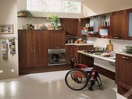 cuisiner pour une personne guide pour aménager une cuisine équipée et adpatée pour personne âgée
