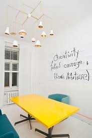 le de bureau jaune du jaune dans ma déco creativity interiors and modern retro