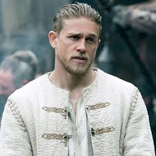 how to get thecharlie hunnam haircut charlie hunnam king arthur hair what is the haircut how to