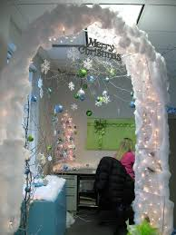Decoration For Office Christmas by Best 25 Christmas Cubicle Decorations Ideas On Pinterest Office