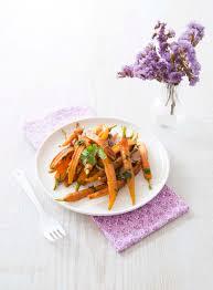 cuisiner des carottes la poele jeunes carottes poêlées au cumin citron confit et coriandre fraîche