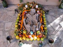 dia de los muertos en oaxaca mexico contrasted with halloween