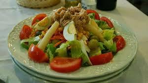 cuisiner la salade verte salade composée au thon tomate haricots oeufs concombre poivron