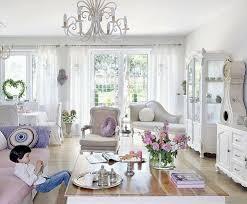 wohnzimmer gestalten shabby chic lila akzente blumen living room - Shabby Chic Wohnzimmer