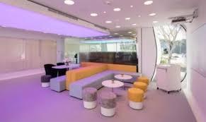 bureau de recrutement dubai dubaï fabrique des bureaux en 19 jours grâce à une imprimante 3d