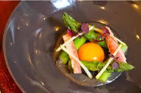 cuisiner une anguille asperge crème de sésame noir anguille fumée recettes de cuisine