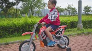 battery powered motocross bike ryan dungey battery powered ride on motocross dirt bike youtube
