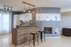 cuisine avec comptoir bar cuisine ouverte avec comptoir bar rayonnage cantilever